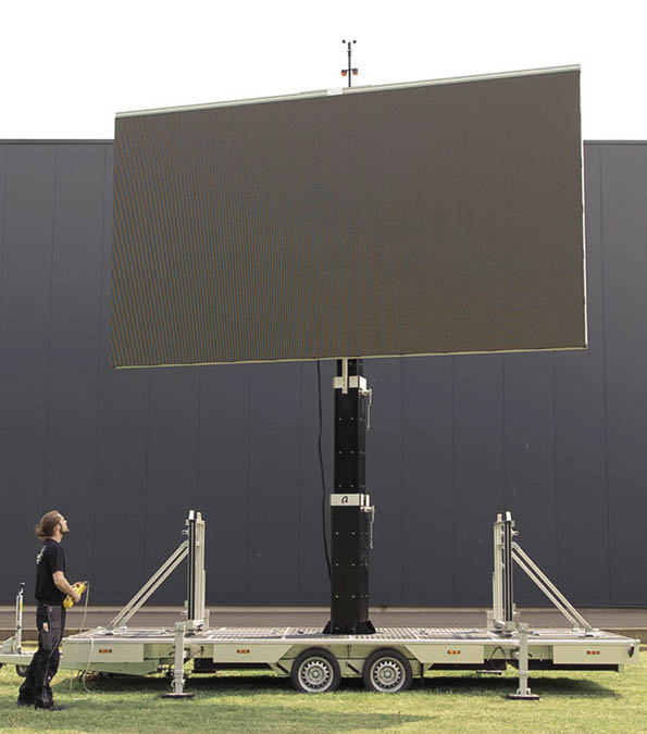 tl_files/LiveCo_Daten/led_trailer_mobile_video_wall/led_trailer_mobile_outdoor_videowall_05a.jpg